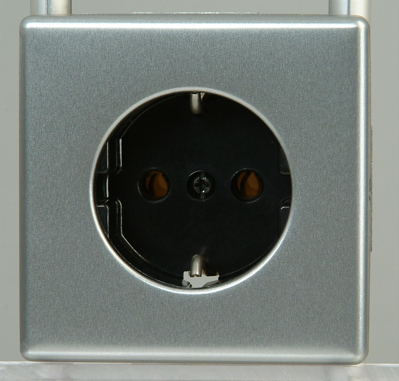 Kopp VISION Schutzkontakt - Steckdose stahl Bild 1
