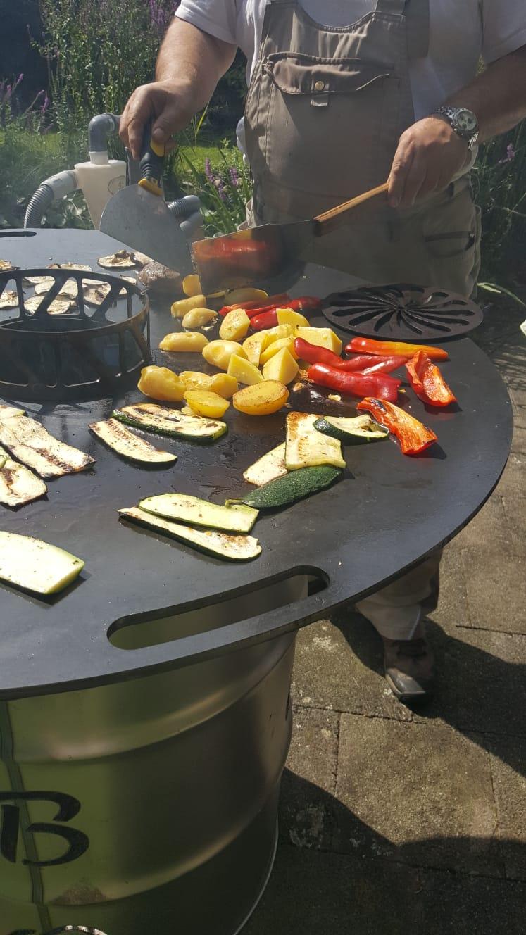 Feuerplatte mit Fass Grillplatte / Plancha / BBQ Bild 6