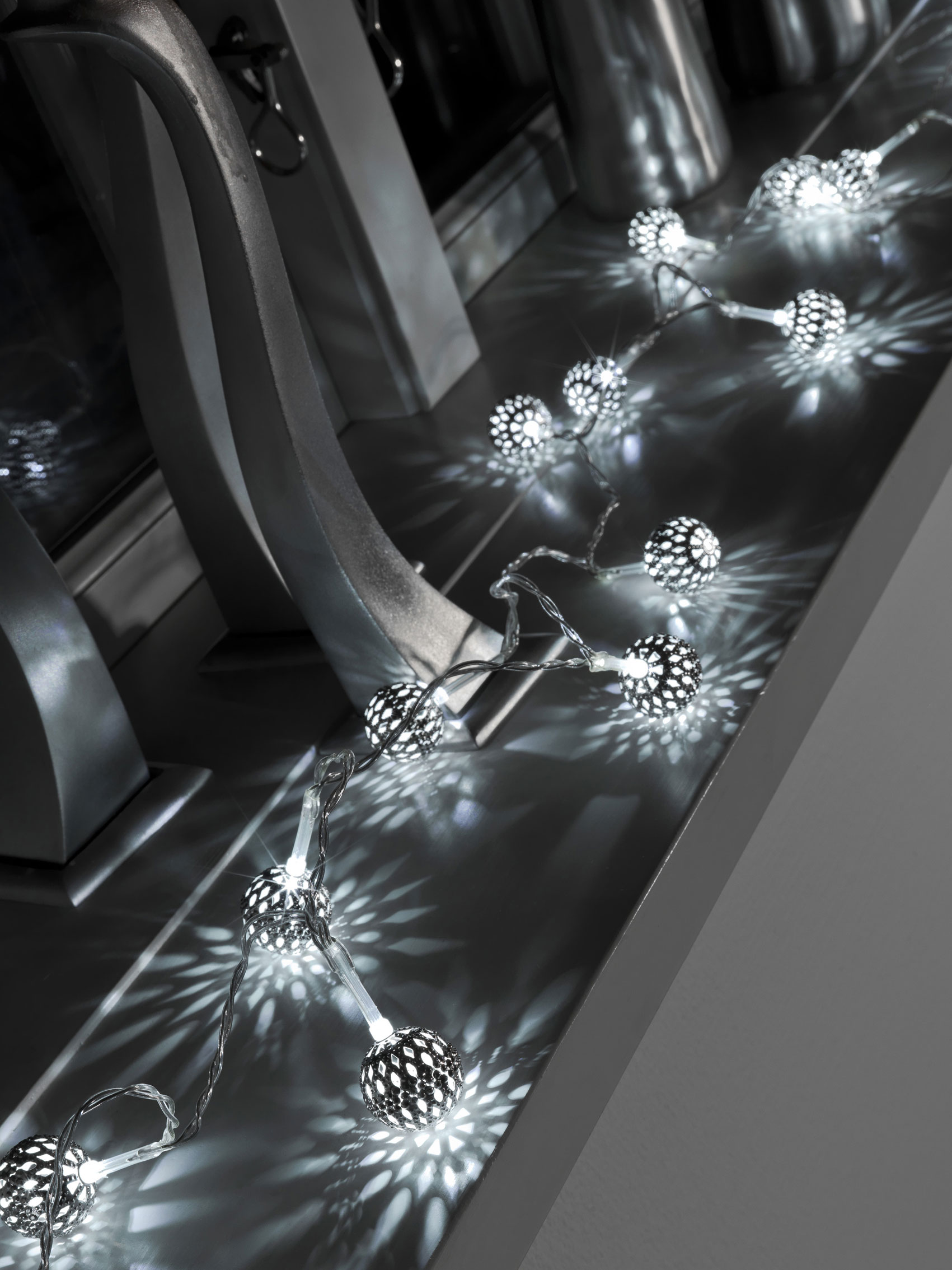 LED Lichterkette Konstsmide 10 Metallbälle mit LED batteriebetr. weiß Bild 2